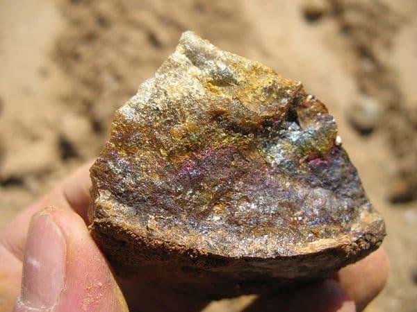 добыча золота из камня