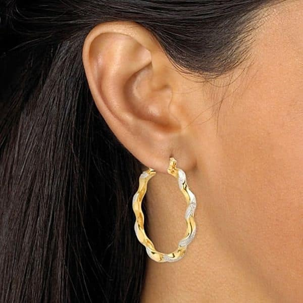 золото в ушах