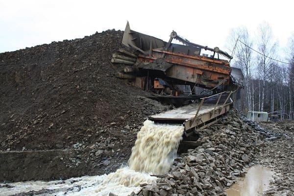добывают золото в Сибири